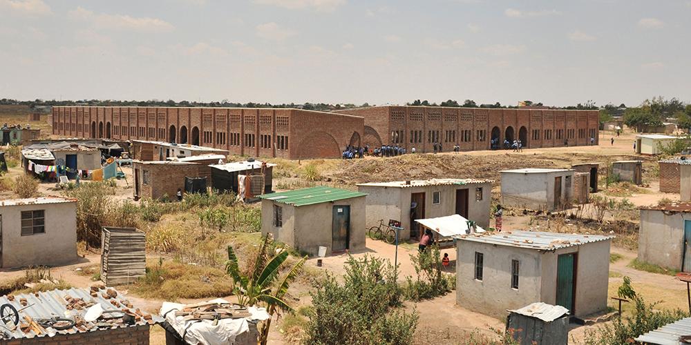 Soziale Architektur: Initiative Rising Star - Schulgebäude für Hopley, Simbabwe, Außenansicht