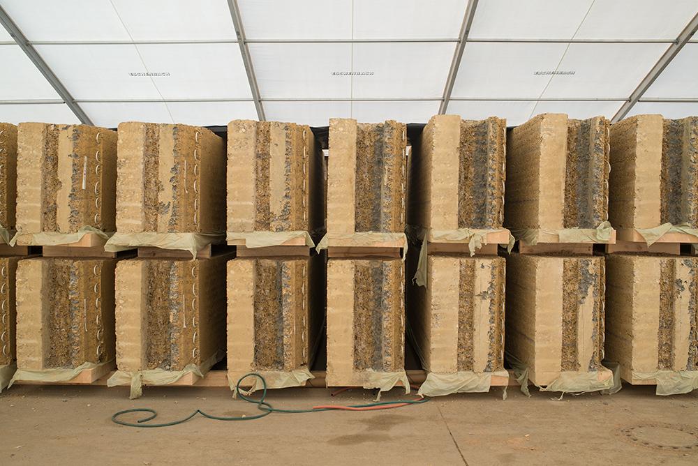 Lehmfertigteilen als modernes Baumaterial