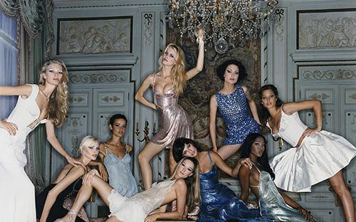 Modefotografie der 90er-Jahre, kuratiert von Claudia Schiffer.