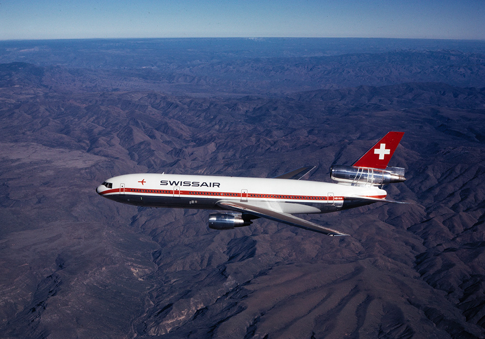 DC-10-30 HB-IHA im Flug über Yavapai County, Arizona