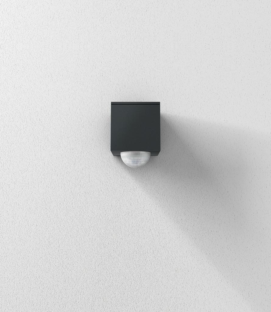 Die Wohnwelt beginnt bei der Fassade: Der Gira Cube verfügt über intelligente Ausgestaltung und kann sowohl als Wand- als auch als Deckenwächter eingesetzt werden