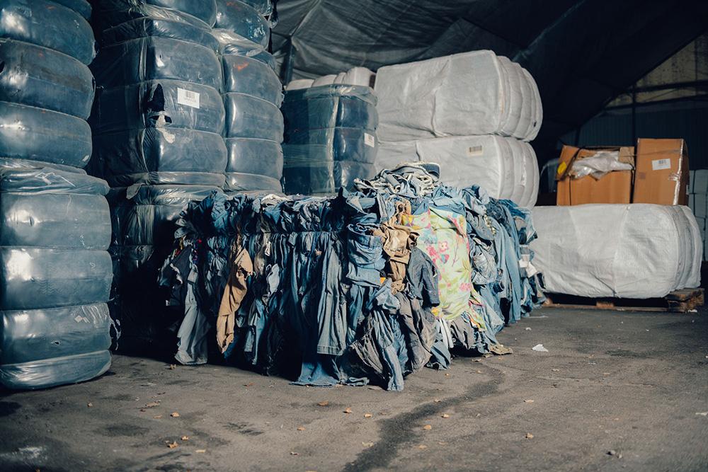 Circulose bietet Baumwolle aus recylten Kleidungsstücken wie Jeans an